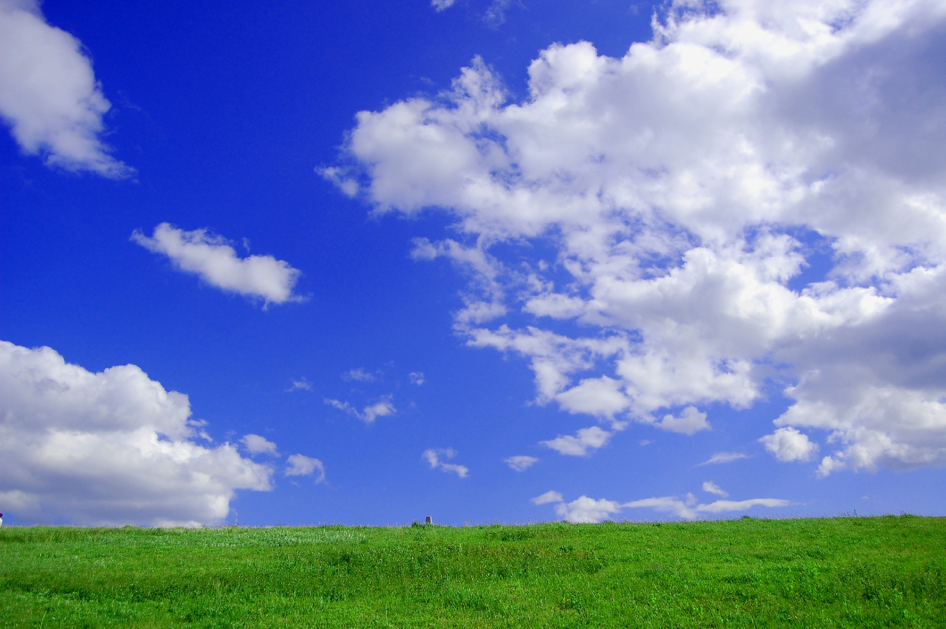 河川敷の青空